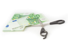 Pengar som klipper den finansiella besparingbudgeten Arkivfoto
