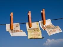 pengar som ska spolas Arkivfoton