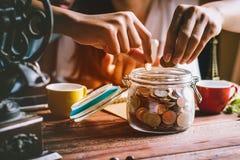 pengar sparar arkivbilder