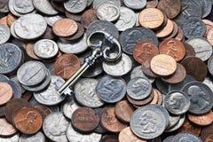 Pengar under bordetframgångstrategi arkivbild