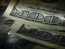 Pengaramerikan hundra dollarräkningar arkivfoton