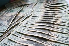 Pengarbakgrund med tjugotal lade ut högkvalitativt Royaltyfria Foton