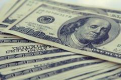 Pengarcloseup Amerikan hundra dollarräkningar Royaltyfri Foto
