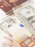 Pengareurosedlar, oss sedlar och pass Arkivbilder