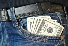 Pengarna är i facket av jeans Arkivbilder