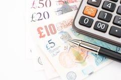 Pengarräkningar för brittiskt pund av Förenade kungariket i olikt värde royaltyfria foton