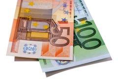 Pengarräkningar för euro 50 och 100 Arkivbilder