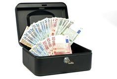 Pengarsafe med eurokassa arkivbilder