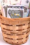 Pengaruppsättning i korg-, dollar-, euro- och ukrainarepengar Royaltyfri Fotografi