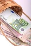 Pengaruppsättning i korg-, dollar-, euro- och ukrainarepengar Arkivbild