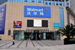 Penghzhou, China: Walmart-Speicher-Eingang Stockbild