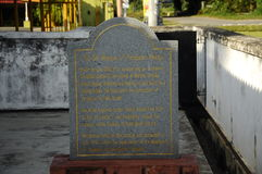 Pengkalan Kakap老清真寺的信息石头在Merbok,吉打 图库摄影