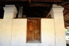 Pengkalan Kakap老清真寺的窗口在Merbok,吉打 库存照片