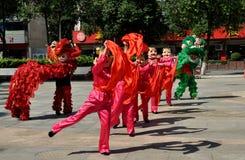 Pengxzhou, Chine : Danseurs dans le rendement Photos libres de droits