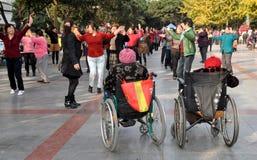Pengzhou,中国: 跳舞在新的正方形 库存照片