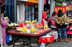 Pengzhou, Κίνα: Προμηθευτές τροφίμων οδών Στοκ εικόνες με δικαίωμα ελεύθερης χρήσης