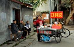 Pengzhou, Китай: Женщины на Hua Lu Стоковая Фотография RF