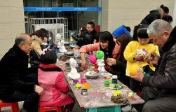 Pengzhou, Китай: Figurines людей крася Стоковое фото RF