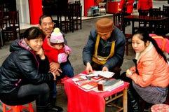 Pengzhou, China: De Teller en de Cliënten van het fortuin Stock Afbeelding