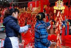 Pengzhou, China: Decoraciones del Año Nuevo Fotos de archivo
