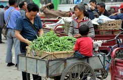 Pengzhou, China: Family Selling Green Beans Royalty Free Stock Images