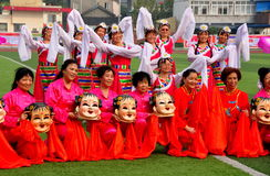 Pengzhou, China: Frauen-Tanz-Truppe lizenzfreie stockfotografie
