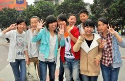 Pengzhou, China: Glimlachende Tieners Royalty-vrije Stock Afbeelding