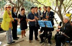 Pengzhou, China: Konzert im Park Stockbilder