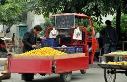 Pengzhou, China: Man Selling Oranges Stock Photography
