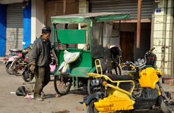 Pengzhou, China: Mechanic at Vehicle Repair Shop Royalty Free Stock Photos