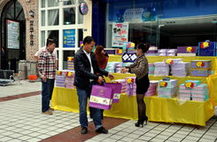 Pengzhou, China: People buying Mooncakes Stock Photo