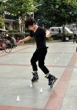 Pengzhou, China: Rollerblading adolescente Foto de archivo libre de regalías