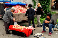Pengzhou, China: Vendor Selling Apples Royalty Free Stock Photos