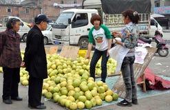Pengzhou, China: Vendors Selling Pomelo Fruits Royalty Free Stock Images