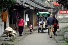 Pengzhou, China: Visión a lo largo de Hua Lu Fotos de archivo