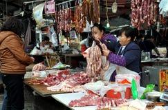 Pengzhou, China: Würste an Metzgerei Stockfoto