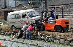 Pengzhou, China: Workers Righting A Van Stock Photos
