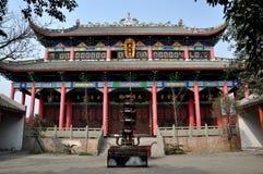 Pengzhou, Chine : Temple bouddhiste Photos stock