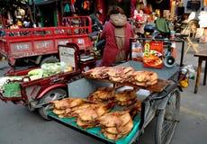 Pengzhou, Cina: Agricoltori a Tian Fu Market Fotografie Stock Libere da Diritti