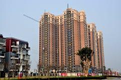 Pengzhou, Cina: Appartamenti del lusso di palazzo multipiano Fotografie Stock