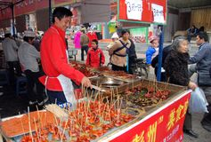 Pengzhou, Cina: Carni arrostite col barbecue Fotografia Stock