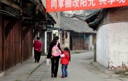 Pengzhou, Cina: La gente su Hua LU Immagine Stock Libera da Diritti