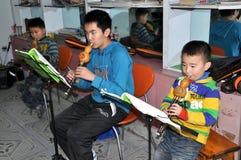 Pengzhou, Cina: Pratica degli allievi di musica Fotografia Stock