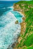 Penhasco alto pelo oceano Fotos de Stock