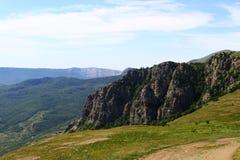 Penhasco bonito da montanha com céu azul, foto natural da paisagem fotografia de stock royalty free