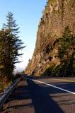 Penhasco e estrada Foto de Stock Royalty Free