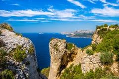 Penhasco na baía do ` Azur da costa d Imagens de Stock
