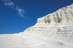 Penhascos brancos e céu azul Imagem de Stock