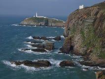 Penhascos com o farol sul da pilha, Gales Imagem de Stock Royalty Free