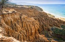 Penhascos corroídos, oceano, San Diego, Califórnia Fotografia de Stock Royalty Free